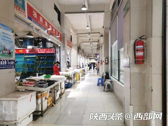 方欣市场上包括三文鱼、进口水产、肉类等产品全部下架。