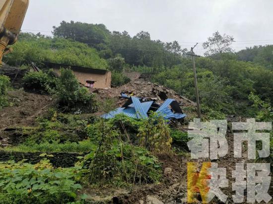 暴雨来袭!灾害预警!陕西多地出现山体滑坡、人员伤亡