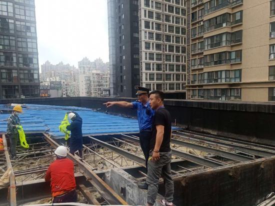 """执法""""刚柔并济"""" 西安高新区依法拆除11处违建"""