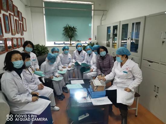 西安市第一医院门诊办组织召开业务学习会