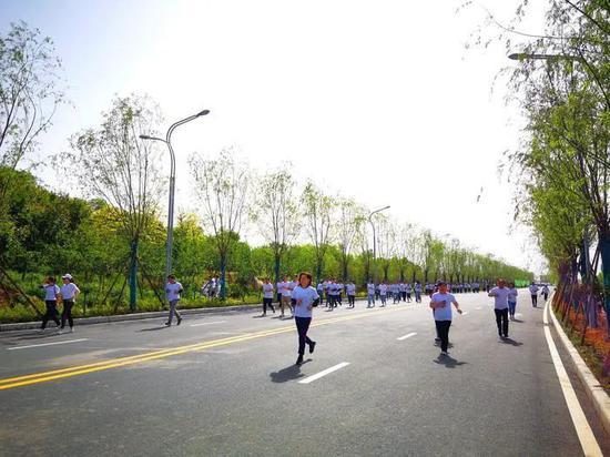 """""""三河一山""""綠道貫通開放,市民歡樂跑開跑。"""