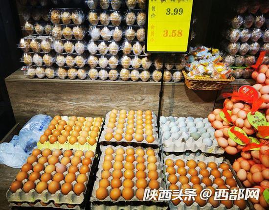 鸡蛋降价明显,每斤降至3.99元。