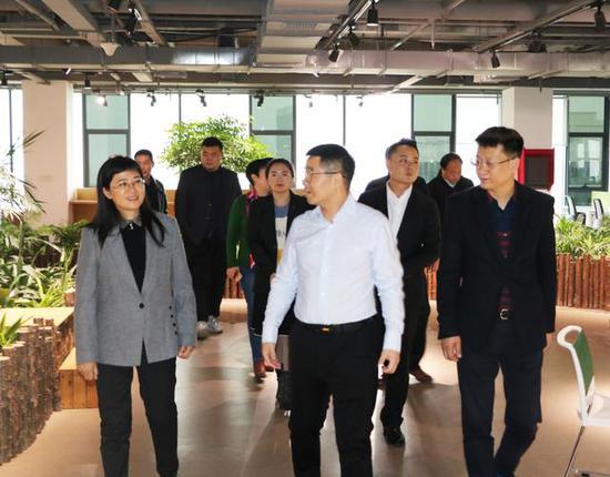 杨凌职业技术学院党委书记陈宁一行参观考察秦草生态