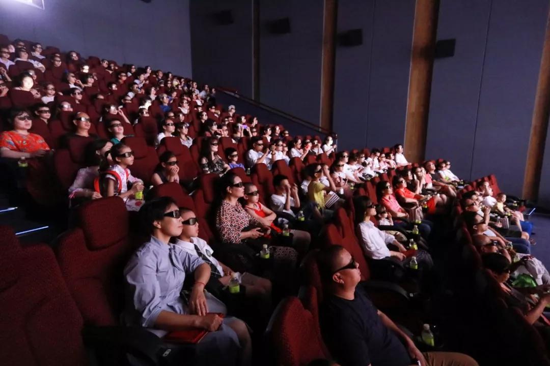 △活动最后,学生及家长们一同观看了《狮子王》原版3D影片
