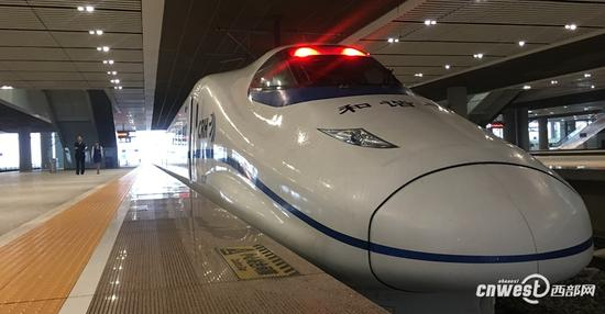 西成高铁陕西段进入试运行。