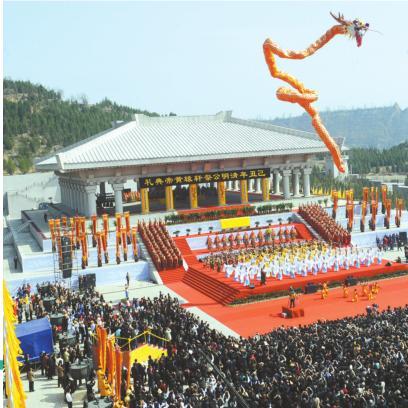 每年清明节,公祭轩辕黄帝典礼在黄陵隆重举行。