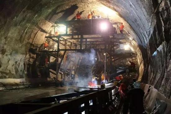 丨西成高铁隧道施工现场丨
