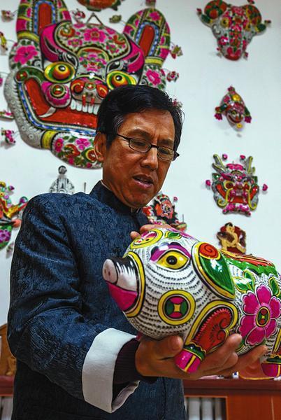 说起泥塑创作,胡新明有讲不完的故事。