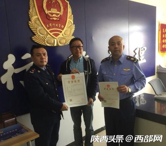 陕西颁发首张网约出租车经营个体工商营业执照。