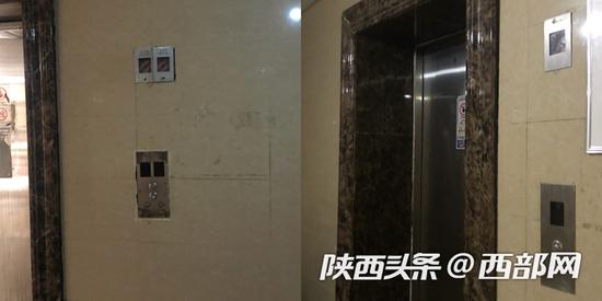 记者在现场看到,五部电梯其中的三部都属于停止运行状态。