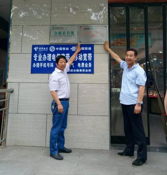 """沣东新城首家""""爱心超市""""在建章路街道挂牌营业"""