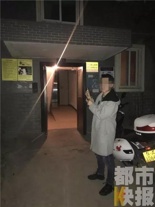 经过警方部署,利用嫌疑人去小刘家催债的机会,将三名嫌疑人现场抓获。