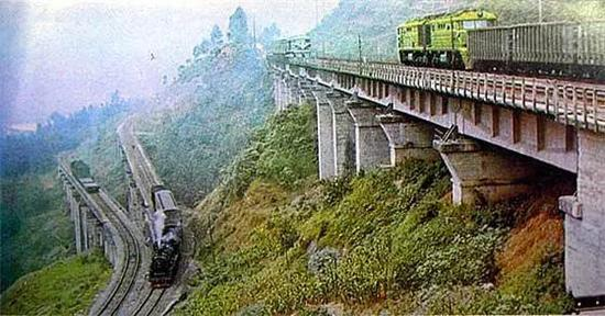 列车在经过展线上坡时,