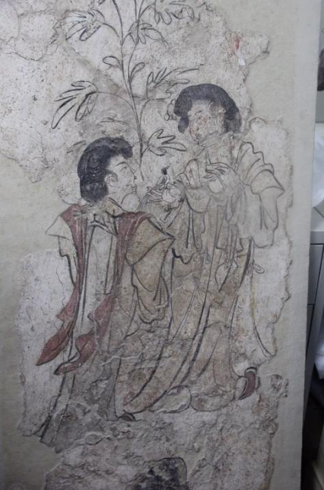 目前存于陕西省考古研究院泾渭基地中,李邕墓出土的调鸟仕女图。