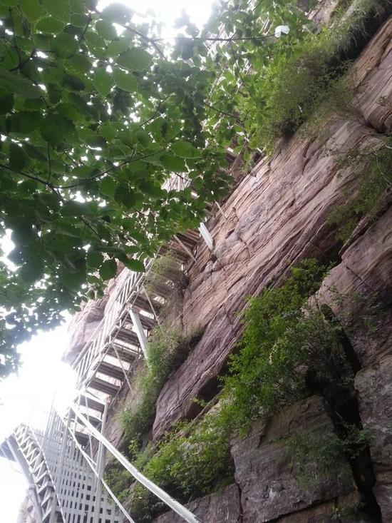 我开始攀爬。