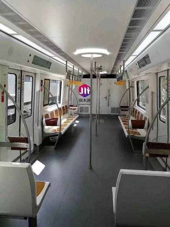 │北客站至机场线车厢内部│