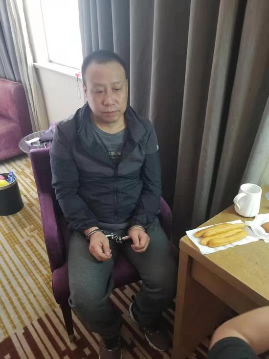 张世刚向陕西澄城警方投案自首。公安部刑侦局 图