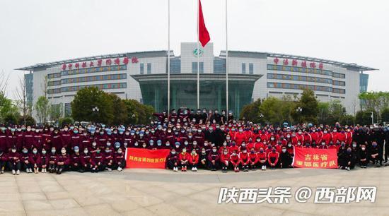 陕西援湖北医疗队177名医护人员今日启程返回