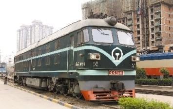 东风DF4B型9186号内燃机车。(摄于2011年) 通讯员 刘翔摄