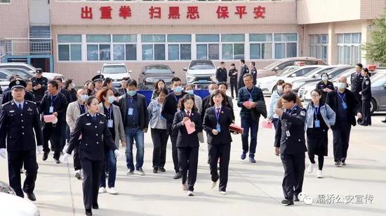 灞桥公安举办提升公安队伍满意度主题开放日活动