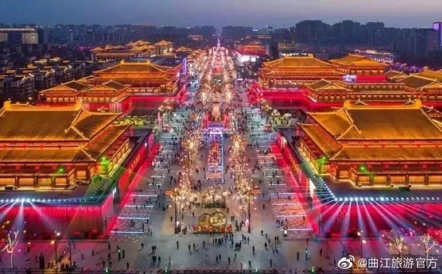 奢华的大唐不夜城夜景(图片来自曲江旅游官微)