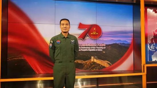 第二次参加阅兵!陕西汉子再次飞过天安门接受检阅