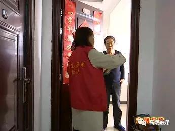 """高陵区上林社区志愿者入户开展""""创文""""宣传工作"""