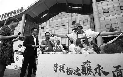 杨凌举行蘸水面大赛 10位选手登台展示厨艺