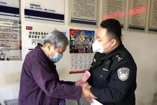 疫情期间被灞桥民警照顾 老人派出所欲捐款感谢