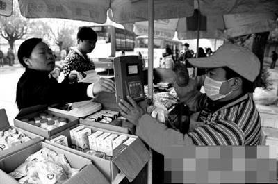 市民购买早餐 资料图片