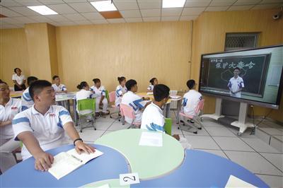 """高新一中教师与学生共上一堂课《保护大秦岭》,""""+校""""学生远程观摩"""