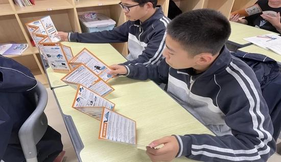 ↑渭柳中学组织召开网络安全知识专题班会。