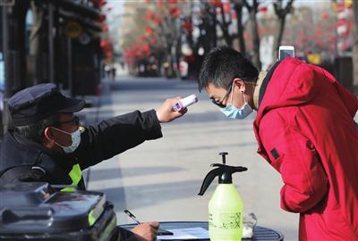 西安景区和公园防疫措施到位 戴口罩测体温一样不能少