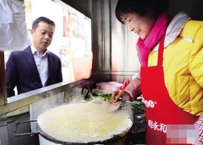 春节后,西安街头部分摊点早餐价格普遍比节前上涨(资料图片)。