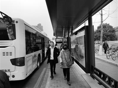 新型公交车站候车亭