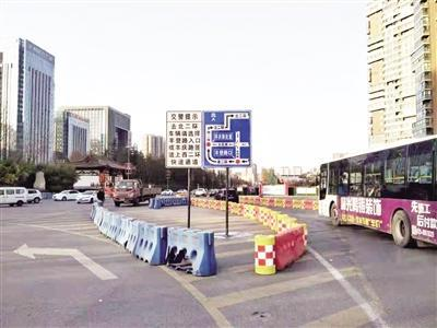 沿途设置的指示牌 交警供图