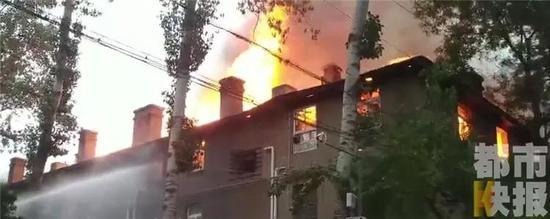 不幸!西安灞桥一老式家属院着火致2人死亡