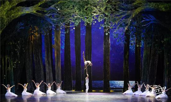大揭秘!当芭蕾遇上杂技,会产生什么样的观感体验?