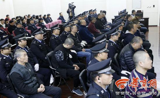 """该案中省市三级挂牌督办""""保护伞""""被查"""