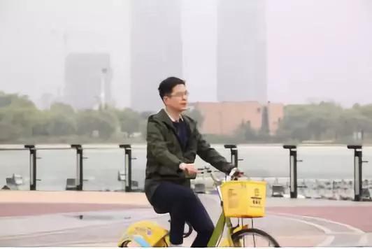 著名学者、央视《中国诗词大会》嘉宾郦波