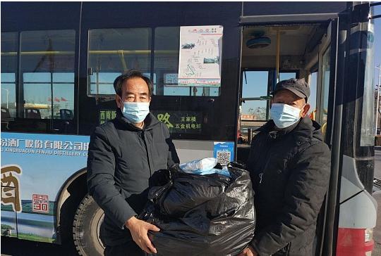 榆林一老先生购买2400个口罩投放公交车上