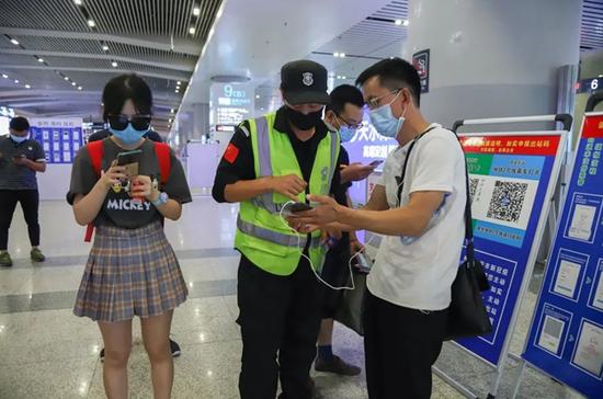 未央区委慰问高铁西安北站防疫一线工作人员