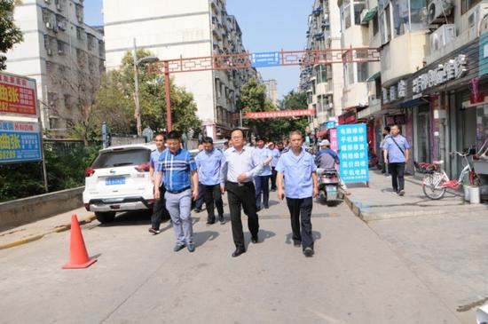 西安市市场监管局开展城乡结合部市场秩序专项整治行动