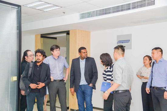 飞鲸董事长邹林丰陪同马尔代夫航空总裁默罕默德·雷士维参观西咸新区空港新城