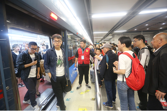 """西安地铁圆满完成国庆""""大考"""" 日均客流233.02万人次"""