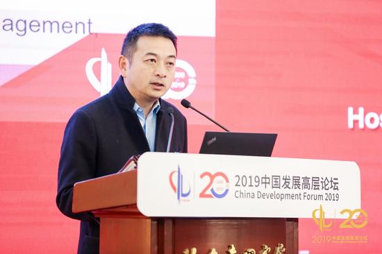 图:梁建章在2019中国发展高层论坛演讲