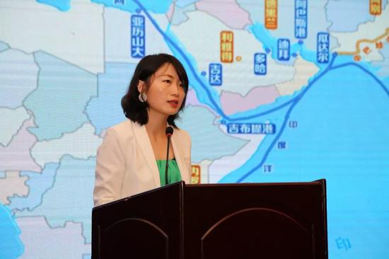 """陕西华和国际商务咨询有限公司代表进行了西安""""一带一路""""贸易之家-国家馆群项目推介"""