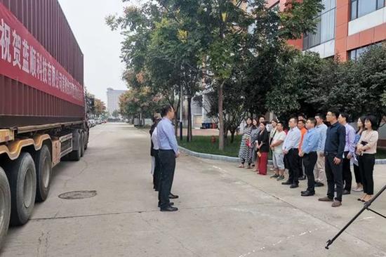 西安综合保税区首批出口印度电子产品顺利发车