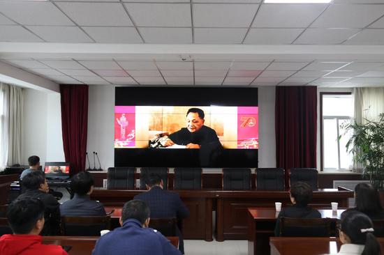 """市体育局观看""""中华人民共和国成立70周年成就展""""网上展馆"""