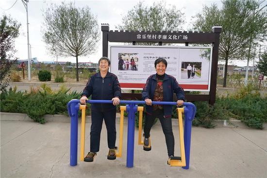 榆阳区常乐堡老年幸福院老人锻炼身体